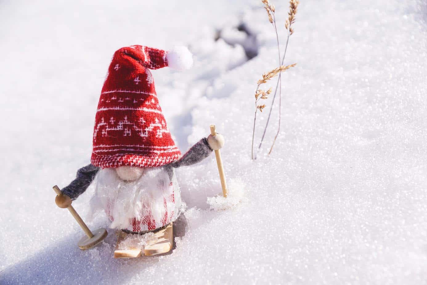 Weihnachtsmann auf Skiern