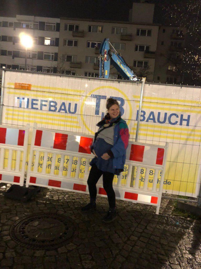 Humor mit dickem Bauch: Tiefbau(ch)